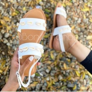 🐚Brand New🐚Seashell White Double Strap Sandals